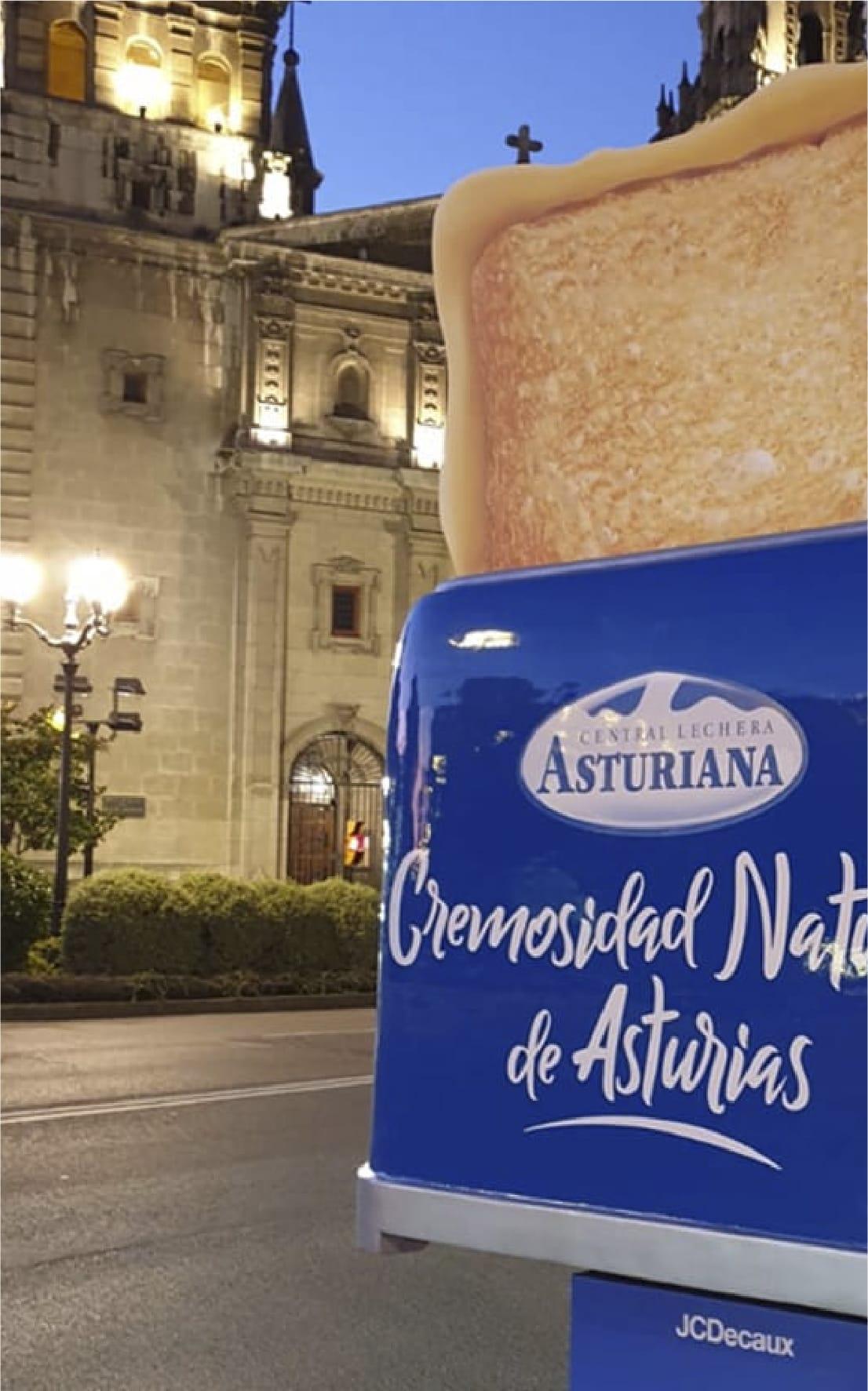 Soporte espectacular de publicidad exterior para Central Lechera Asturiana.